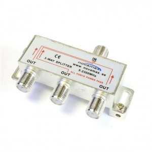 Distribuidor 3 salidas. Con paso de corriente