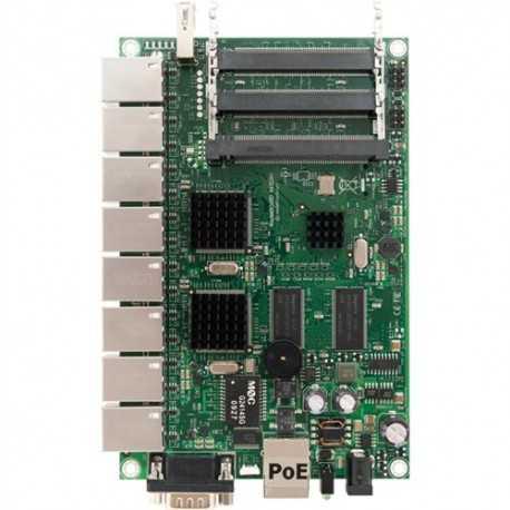 Routerboard CPU Atheros 300 MHz, chip de memoria 64MB SDRAM y 64MB de memoria NAND. 9 puertos 10/100, 3 Slots MiniPCI. POE: 10-