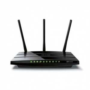 Router AC 1200 Mbps, 2,4/5Ghz, x4 Gb, x1 USB y x3 antenas.