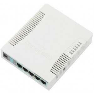 Velocidad 600Mhz, memoria 128Mb RAM, 30dBm Routeros L4, 5 puertos Gb